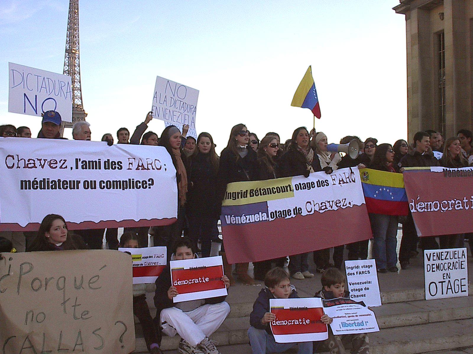 Venezuelans against Chavez - Protest on France